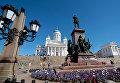 Памятник императору Александру II на площади у Кафедрального собора в Хельсинки