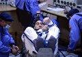 Член основного экипажа 48/49-й экспедиции на Международную космическую станцию космонавт Роскосмоса Анатолий Иванишин перед пуском ракеты-носителя