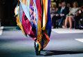"""Модель демонстрирует одежду из новой коллекции модельера Елены Пелевиной на XI фестивале моды """"Плес на Волге. Льняная палитра"""""""