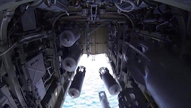 Бомболюк бомбардировщика-ракетоносца Ту-22 М3 Военно-космических сил России во время боевого вылета для нанесения авиаудара по объектам ИГ в Сирии. Архивное фото