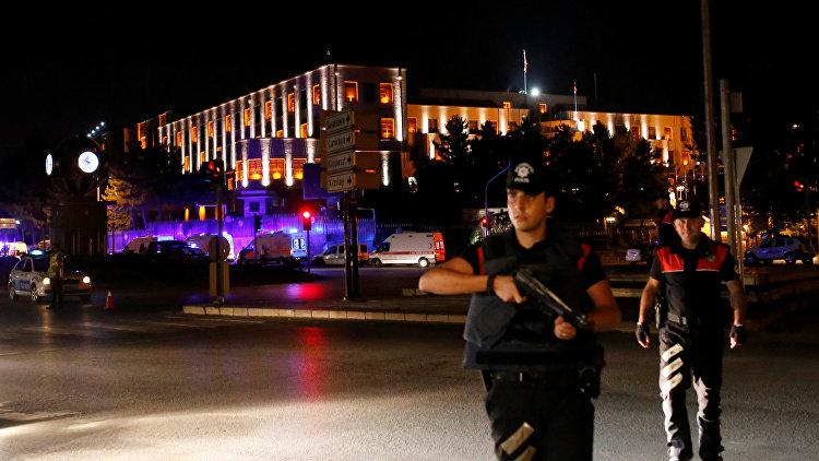 В Турции суд принял решение об аресте 61 полицейского