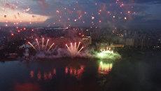 Грандиозное шоу фейерверков на фестивале Ростех в Москве. Съемка с дрона