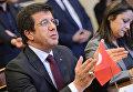 Министр экономики Турции Нихат Зейбекчи во время встречи с министром экономического развития РФ Алексеем Улюкаевым