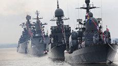 Корабли Балтийского Флота в парадном строю во время генеральной репетиции военно-морского парада ко Дню ВМФ России. Архивное фото