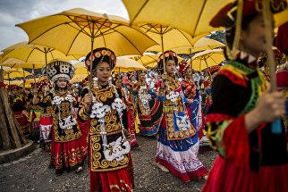 Фестиваль факелов в Сичан, провинция Сычуань