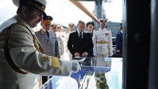 Президент РФ В. Путин принимает участие в праздновании Дня ВМФ в Санкт-Петербурге