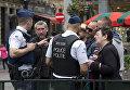 Сотрудники бельгийской полиции во время антитеррористического рейда в Брюсселе