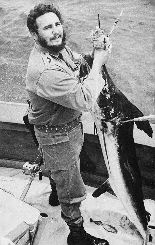 Фидель Кастро во время соревнований первого дня ежегодного турнира по рыбной ловле Хемингуэя