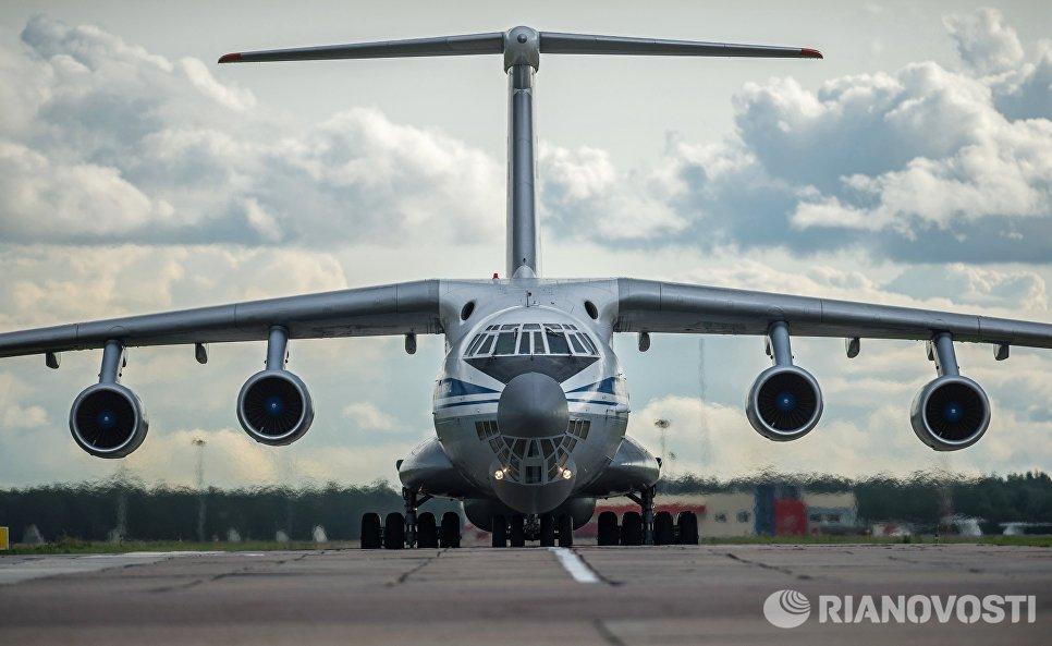 Самолет военно-транспортной авиации, доставивший в Москву пострадавших при обрушении казармы учебного центра ВДВ на окраине Омска