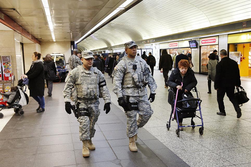 Национальная гвардия в аэропорту Нью-Йорка, США