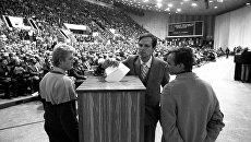 Голосование на Учредительном съезде общественно-политической организации Саюдис (Движение), проходившем 22-23 октября 1988 года во Дворце спорта в Вильнюсе