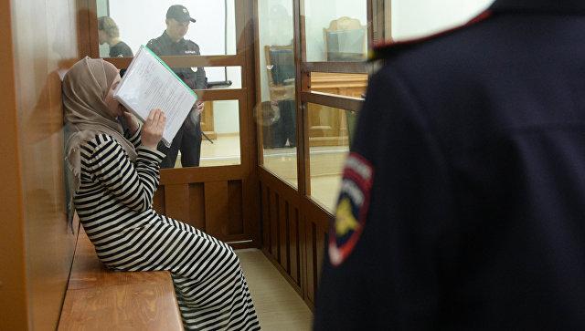 Студентка одного из столичных ВУЗов Патимат Гаджиева в зале заседаний Московского окружного военного суда. 17 августа 2016