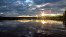 Закат на озере Имисъяври в Калевальском районе Карелии. Архивное фото