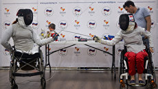 Члены сборной России по фехтованию на колясках Ксения Овсянникова (справа) и Анна Петухова. Архивное фото