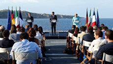 Президент Франции Франсуа Олланд, премьер-министр Италии Матео Ренци и канцлер Германии Ангела Меркель на пресс-конференции на итальянском авианосце Гарибальди у берегов острова Вентотене. 22 августа 2016