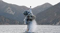 Пуск баллистической ракеты с подводной лодки в КНДР