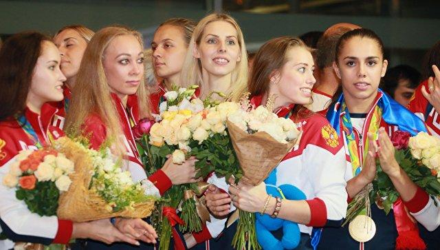 Встреча золотого рейса с чемпионами и призерами XXXI Олимпийских игр в аэропорту Шереметьево