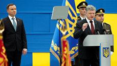 Президент Украины Петр Порошенко выступает перед началом военного парада в честь Дня Независимости Украины