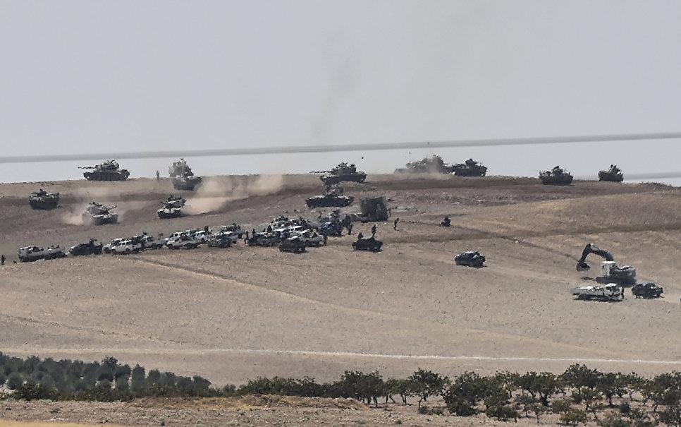 Танки войск Турции и сирийские боевики оппозиции на границе Турции и Сирии. 24 августа 2016