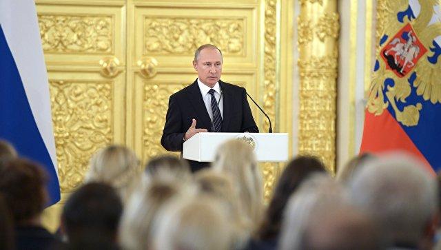 Владимир Путин выступает на церемонии вручения государственных наград победителям и призерам Олимпийских игр в Рио-де-Жанейро. 25 августа 2016