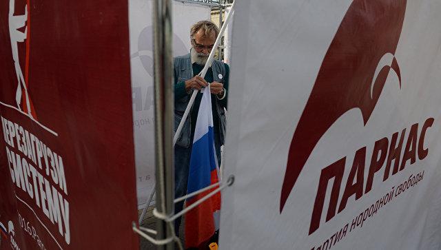 Агитационная реклама в Москве перед выборами в Госдуму РФ седьмого созыва. Архивное фото