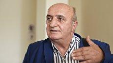 Адвокат задержанного в Ереване гражданина РФ Сергея Миронова Карен Нерсесян отвечает на вопросы журналистов в перерыве судебного заседания в Ереване