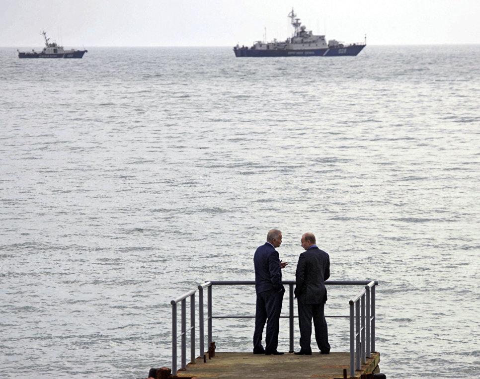 Президент России Владимир Путин и президент Узбекистана Ислам Каримов во время встречи в резиденции Бочаров ручей в Сочи