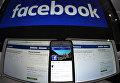 """Страница социальной сети """"Фейсбук"""" на компьютере, планшете, айфоне"""