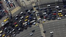 Автомобильное движение в Москве. Архивное фото