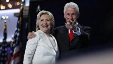 Хиллари Клинтон и ее супруг экс-президент Билл Клинтон. Архивное фото
