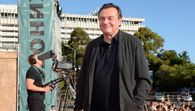 Д. Медведев поздравил кинорежиссера Алексея Учителя сюбилеем