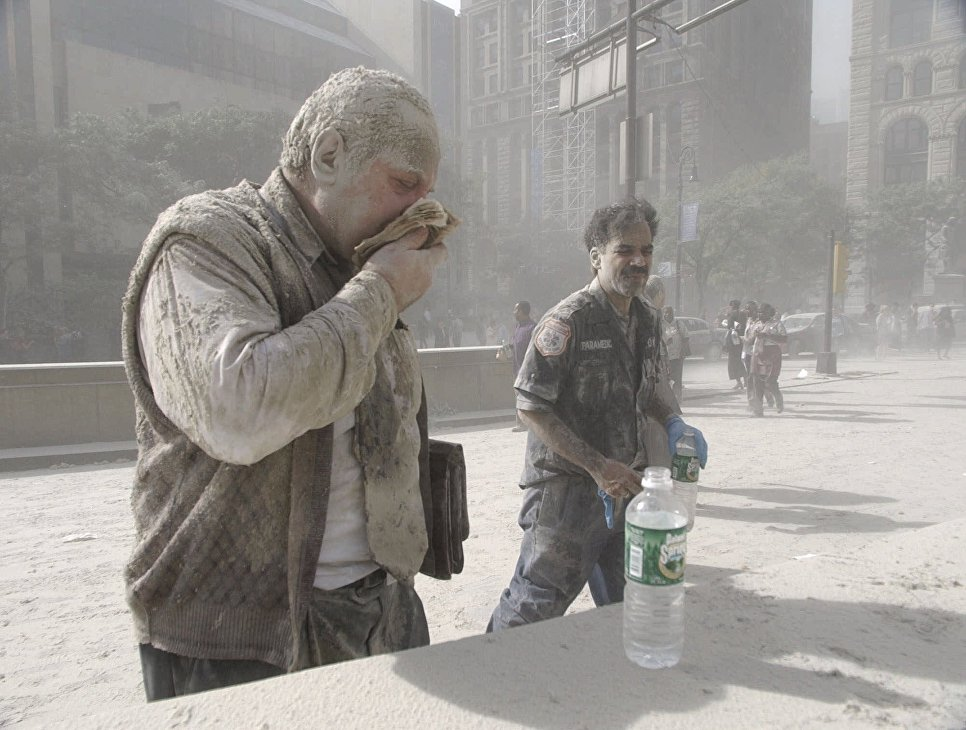 Люди во время теракта 11 сентября 2001 года в Нью-Йорке