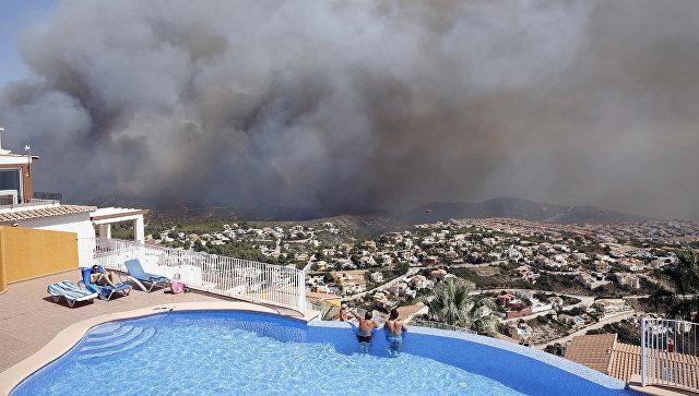 Неменее тысячи человек, втом числе туристов, эвакуировали вИспании
