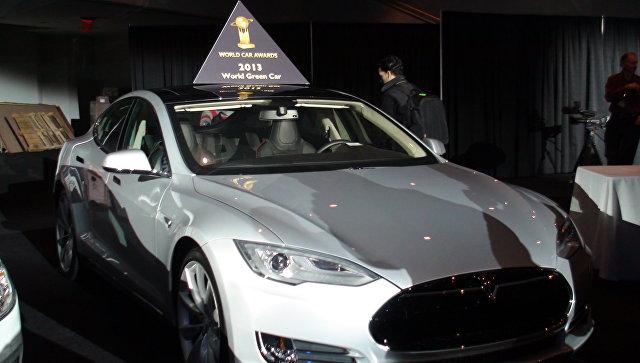 Автомобиль Tesla на международном автосалоне в Нью-Йорке, архивное фото