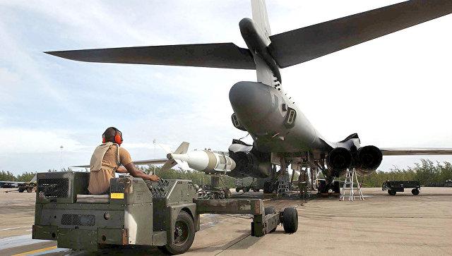 Самолеты ВВС США на военной базе на острове Диего-Гарсия