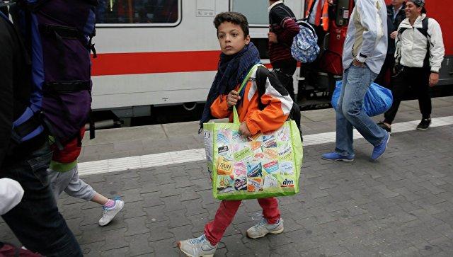 Беженцы с Ближнего Востока на железнодорожном вокзале в Мюнхене. Архивное фото