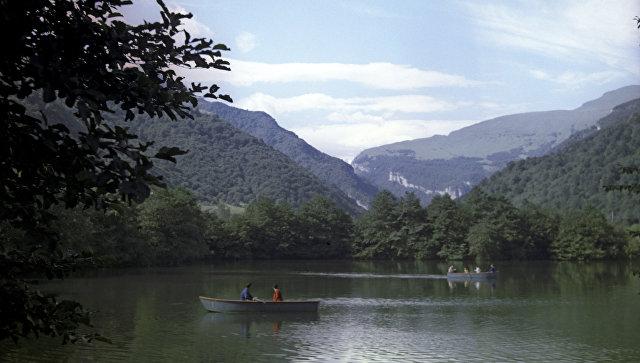Голубое озеро в Кабардино-Балкарии, архивное фото