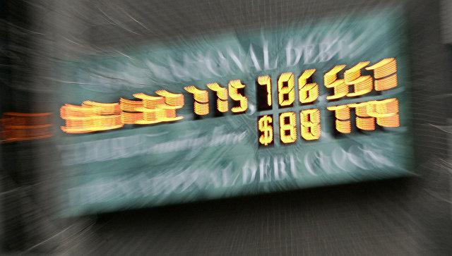 Счетчик государственного долга США на Таймс-сквер в Нью-Йорке