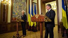 Президент Украины Петр Порошенко на пресс-конференции по итогам переговоров с директором-распорядителем МВФ Кристин Лагард в Киеве. Сентябрь 2015 года