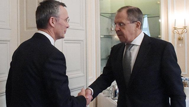 Министр иностранных дел РФ Сергей Лавров и генеральный секретарь НАТО Йенс Столтенберг в Мюнхене