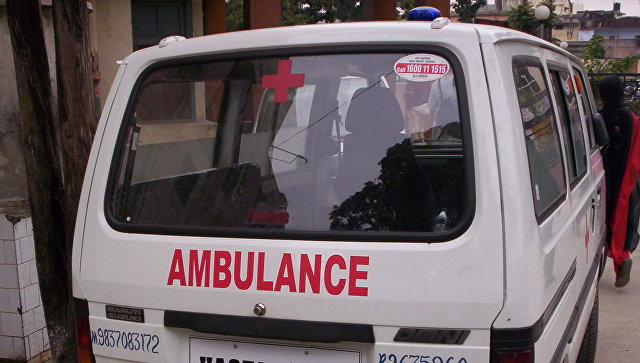 В Индии автомобиль протаранил здание школы
