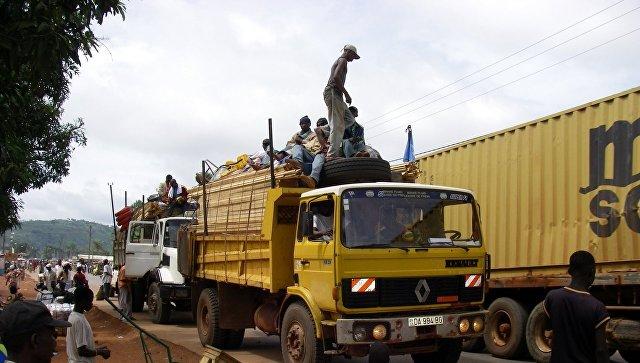 Жители столицы Центрально-Африканской республики (ЦАР) Банги. архивное фото