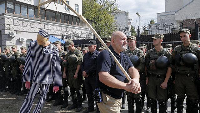 В русском посольстве вКиеве проголосовали неменее 100 человек