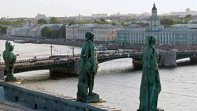 Вид на Дворцовый мост в Петербурге. Архивное фото