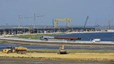 Вид на строительную площадку моста через Керченский пролив со стороны Таманского полуострова. Архивное фото