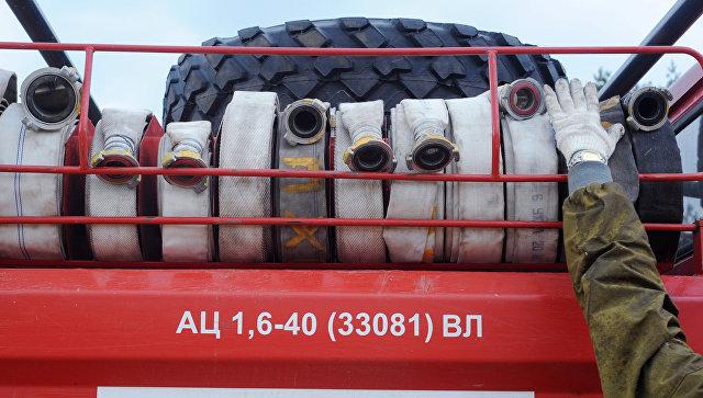 В Югре пожар на нефтебазе распространился на другие объекты