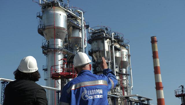 Сотрудники Московского нефтеперерабатывающего завода ОАО Газпром нефть. Архивное фото