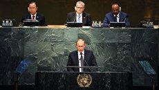Президент России Владимир Путин (на первом плане) во время выступления на пленарном заседании 70-й сессии Генеральной Ассамблеи ООН в Нью-Йорке
