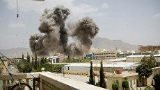 Дым после авиаударов по Сане, Йемен. Апрель 2015. Архивное фото