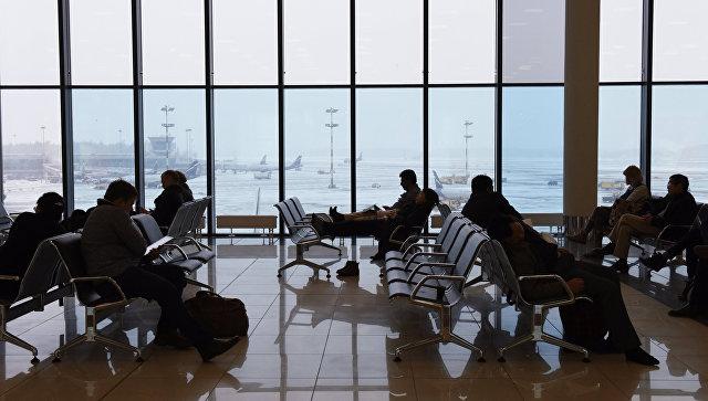 Ожидание в аэропорту, архивное фото